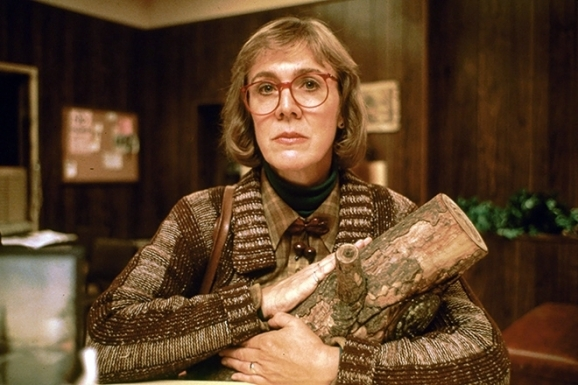 http://thequeenstitch.files.wordpress.com/2013/07/the-log-lady-twin-peaks-17264854-660-440.jpg?resize=578%2C385&quality=100